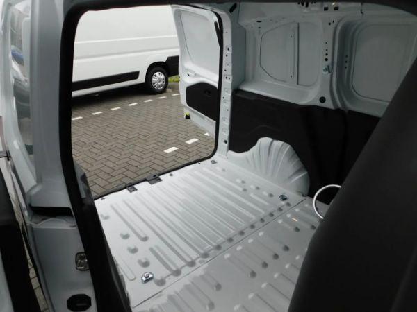 Peugeot Partner leasen 11
